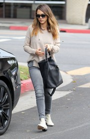 Jessica Alba finished off her outfit with an oversized black leather tote by A.L.C.
