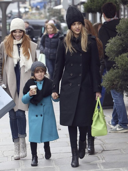 Jessica Alba Shops in Paris With Honor
