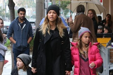 Jessica Alba Honor Warren Jessica Alba Takes Her Girls Shopping For Toys