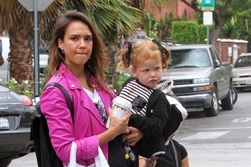 Jessica Alba Honor Warren Jessica Alba Spends The Day With Her Girls