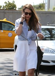 Jessica Alba looked pretty and casual with her long wavy side parted hairstyle while out to lunch in Santa Monica.