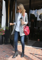 Jessica Alba's red Christian Louboutin shoulder bag added a lovely pop of color to her neutral outfit.