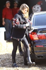 Jessica Alba finished off her outfit with a pair of buckled black rain boots by Dav.