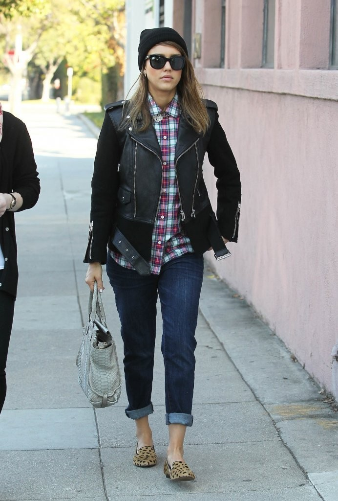 'Barely Lethal' actress Jessica Alba stops by a hair salon in Beverly Hills, California with a friend on December 12, 2013.