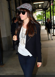 Jessica Biel added a charming detail to her look with this plaid newsboy cap.