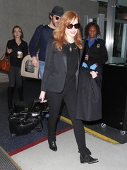 Jessica Chastain went for a menswear-chic airport look with this black tux jacket and skinny jeans combo.