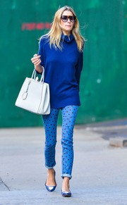 A white leather tote provided a bright pop to Jessica Hart's all-blue outfit.
