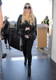 Jessica Simpson went for a tough-chic airport look with this black leather biker jacket.