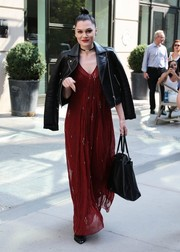 Jessie J finished off her outfit with a black leather tote.