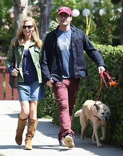 Jennifer Westfeldt dressed up her daytime look with this denim skirt.