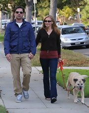 Jennifer Westfeldt chose a pair of classic blue jeans for her relaxed as super-casual look.