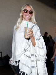 Julianne Hough was spotted at LAX wearing modern round sunglasses.