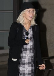 Julianne Hough took a flight to Washington DC wearing a classic black fedora.