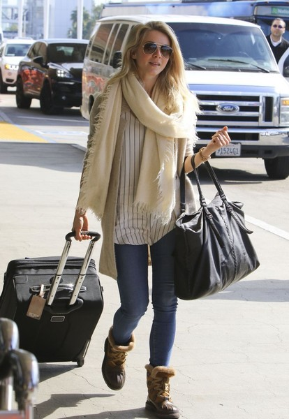 More Pics of Julianne Hough Oversized Tote  (1 of 13) - Julianne Hough Lookbook - StyleBistro