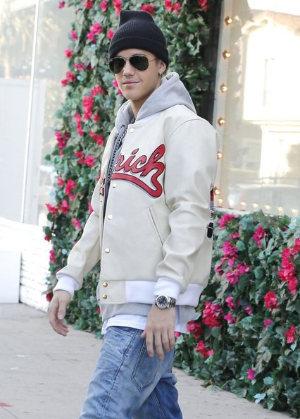 Justin Bieber headed out in West Hollywood wearing a pair of classic Ray-Ban aviators.