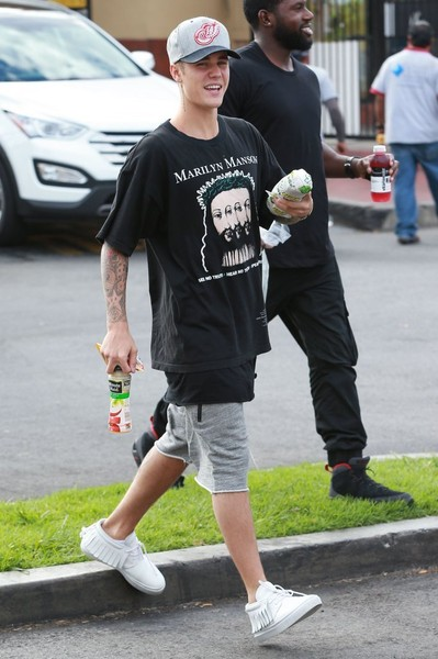 More Pics of Justin Bieber Leather Sneakers (1 of 20) - Athletic Shoes Lookbook - StyleBistro []
