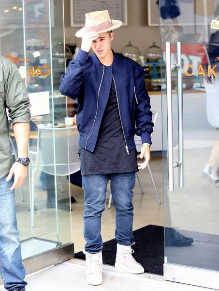 Justin Bieber sealed off his outfit with a pair of classic blue jeans.