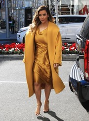 Wearing a mustard wool coat over a silk dress, Kim Kardashian looked more like she was attending a red carpet event than doing her Christmas shopping.