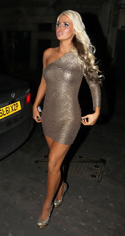 Karissa Shannon was all aglow in a gold one-shoulder dress while out clubbing.