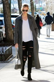 Karlie Kloss took a stroll in New York City wearing a gray Max Mara coat and slashed black jeans.
