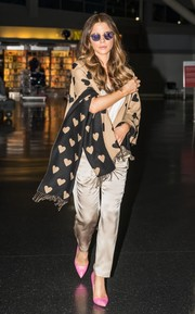 Kate Beckinsale kept warm in cute style with a heart-print shawl by Burberry.