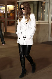 Kate Beckinsale arrived in Vancouver wearing black suede ankle boots with her tight leather pants.