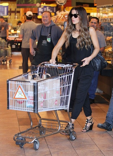 Kate Beckinsale and Len Wiseman Get Groceries