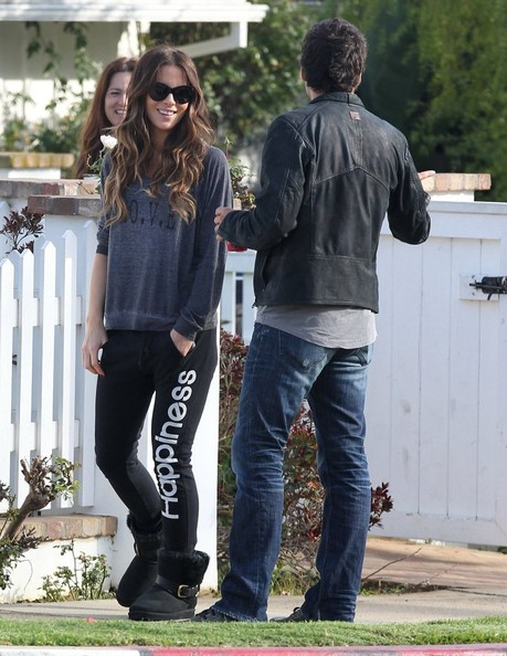Kate Beckinsale Takes Her Daughter to a Friend's House