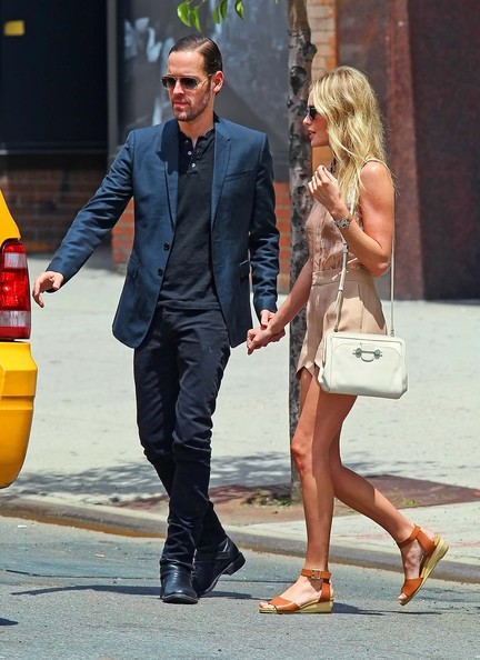 More Pics of Kate Bosworth Flat Sandals (1 of 15) - Kate Bosworth Lookbook - StyleBistro