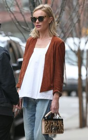 Kate Bosworth topped off her ensemble with chic tortoiseshell cateye sunnies.
