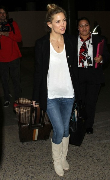 Kate Hudson Arriving On A Flight At LAX