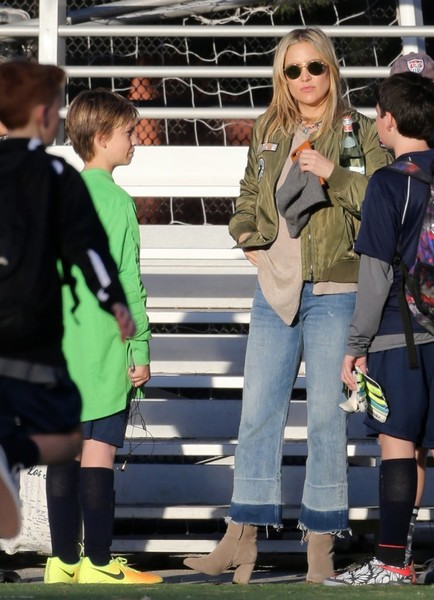 More Pics of Kate Hudson Bomber Jacket (1 of 19) - Outerwear Lookbook - StyleBistro []