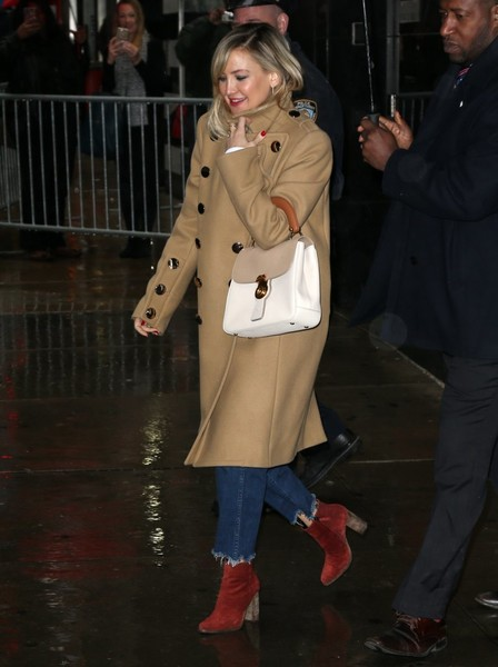 Kate Hudson Trenchcoat []