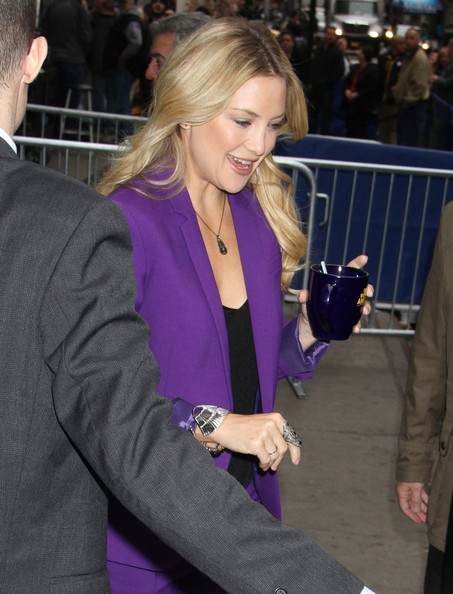 More Pics of Kate Hudson Patterned Scarf (1 of 18) - Scarves Lookbook - StyleBistro []