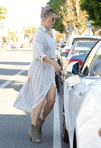 More Pics of Kate Hudson Shirtdress (8 of 46) - Kate Hudson Lookbook - StyleBistro []