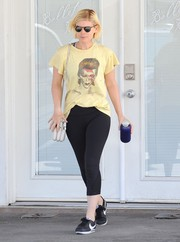 Kate Mara teamed her cool tee with a pair of cropped leggings.