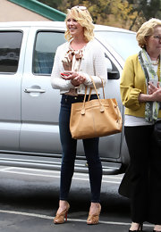 Katherine Heigl kept all her accessories in the same tonal color scheme to classic effect.