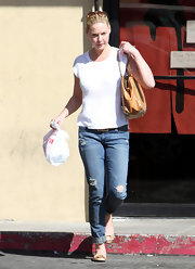 Katherine Heigl kept things simple in distressed cuffed skinny  jeans.