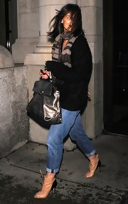 The very stylish Katie Holmes braved the windy city in a pair of peep-toe ankle boots. The boots were a nice way to dress up a casual pair of boyfriend jeans.