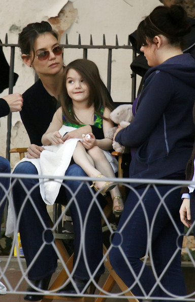 Kaite, Suri & Isabella Visiting Tom On Set Of 'Knight And Day'