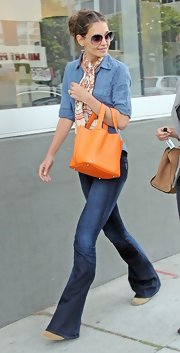 Katie Holmes added zest to her streetwear with an orange Potiron Picotin bag.