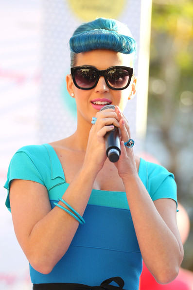 Katy Perry Outfits Blue Hair