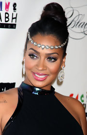 La La Anthony smoothed on velvety, shimmering shadows in shades of amethyst at the Keep A Child Alive's 8th Annual Black Ball.