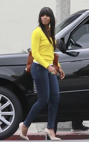 Kelly Rowland chose a yellow V-neck sweater for her casual daytime look while out with friends.