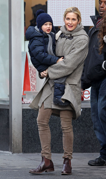 Kelly Rutherford Hailing A Cab With Her Son In New York City