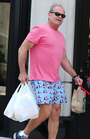 Kelsey Grammer was out and about in Chicago wearing this colorful tee and shorts combo.