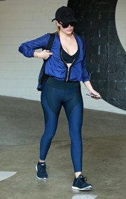 Khloe Kardashian matched her jacket with a pair of Nike leggings in various shades of blue.