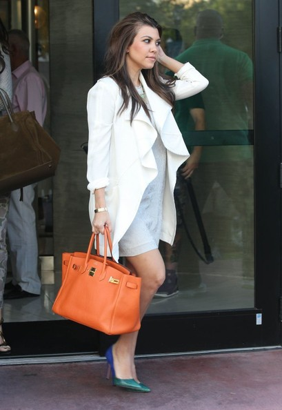 http://www4.pictures.stylebistro.com/fp/Khloe+Kourtney+Shopping+Dash+Miami+GxjLg0dX2IGl.jpg