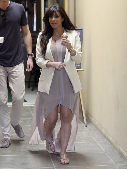 More Pics of Kim Kardashian Blazer (4 of 39) - Kim Kardashian Lookbook - StyleBistro