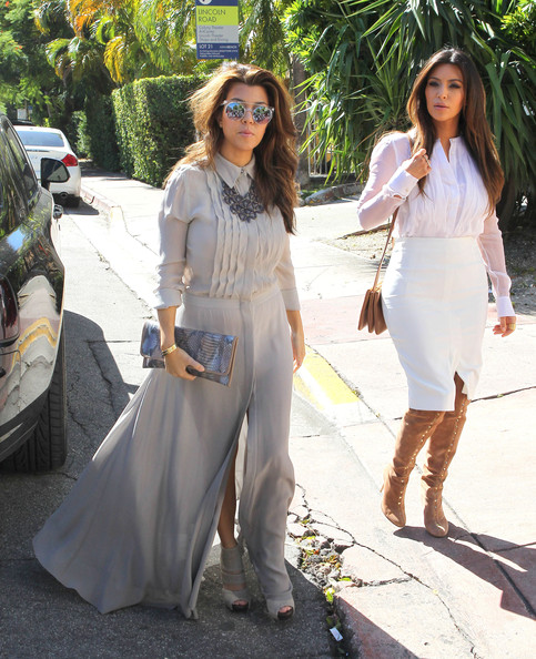 More Pics of Kourtney Kardashian Round Sunglasses (1 of 36) - Round Sunglasses Lookbook - StyleBistro